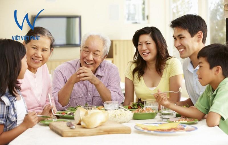 Bữa cơm gia đình - sự gắn kết tình yêu thương gia đình